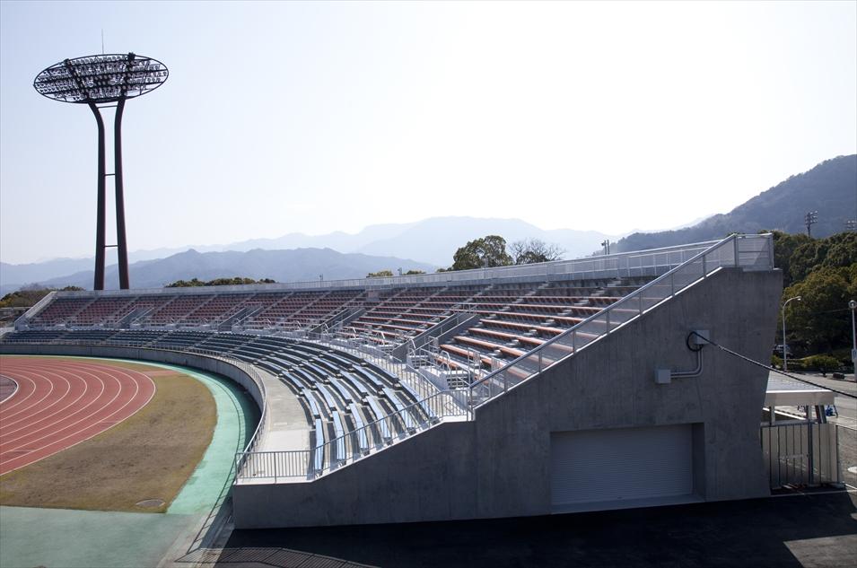 愛媛県総合運動公園(南サイドスタンド)